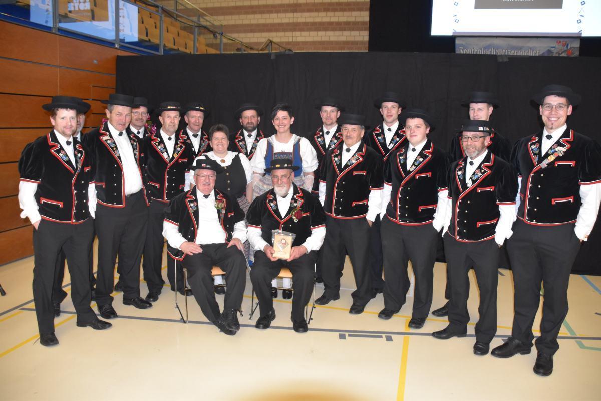 JK Echo vom Napf, rechts Kaspar Roos 50 Jahre Ehrenveteran, links Fritz Lüdi 25Jahre Veteran